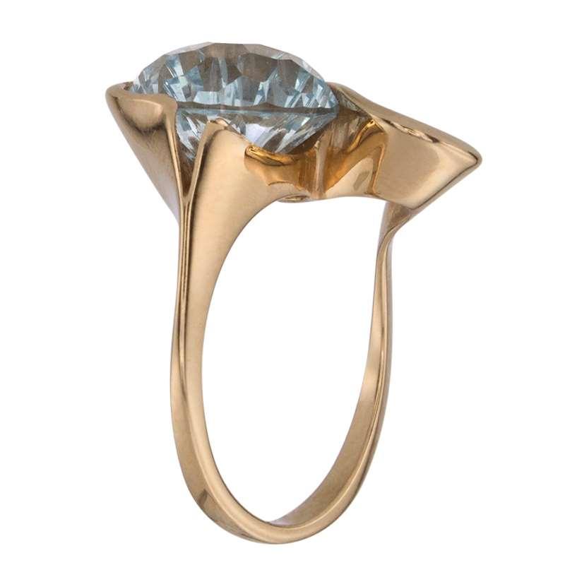 Кольцо. Голубой топаз. Арт.070Т из золота 585 пробы